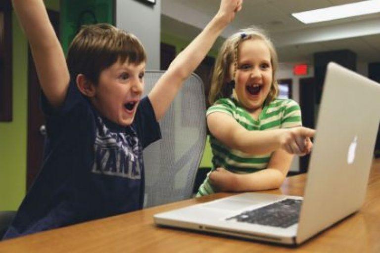 Stuur je kind op programmeerkamp!