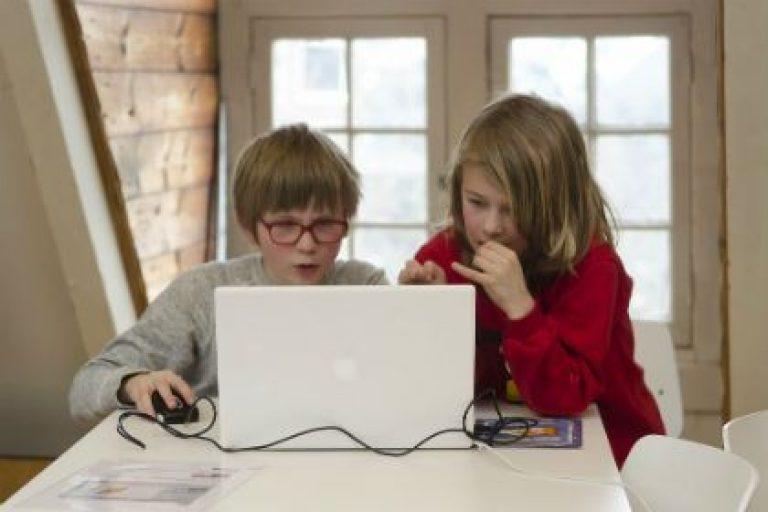 Moeten scholieren verplicht leren programmeren?